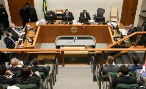 La movilización popular y el fracaso de Bolsonaro facilitan que Lula recobre parcialmente la libertad en setiembre